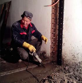 专业堵漏施工处理--地下车库堵漏渗漏水